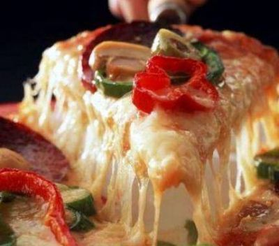 Sube el pan, las facturas y también las pizzas: una muzzarrella, que va de los $23 a $66