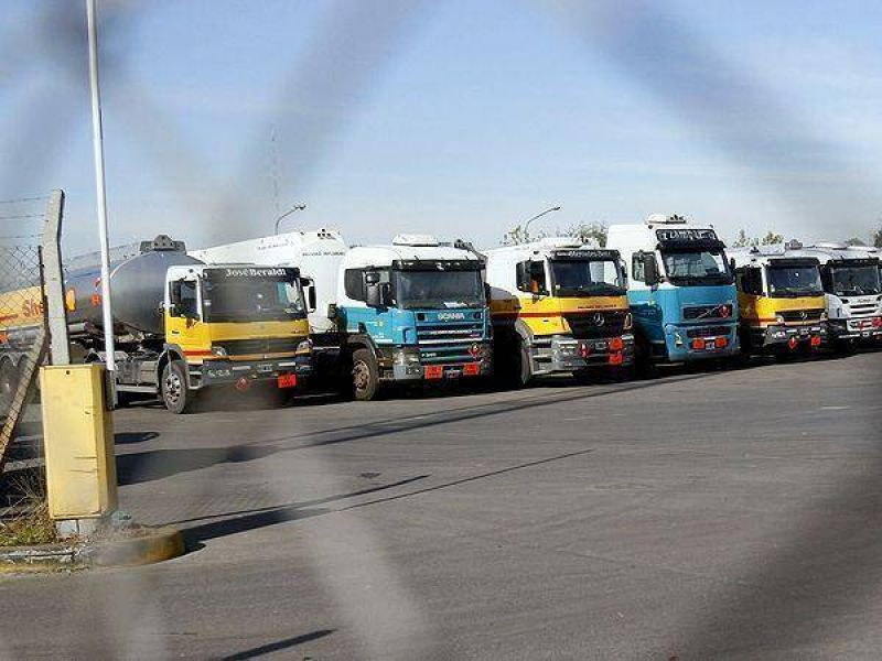 Paro de camioneros podr�a afectar el lunes la provisi�n de combustibles