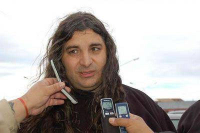 Alejandro Garz�n denunci� que quieren que desaparezca ATE