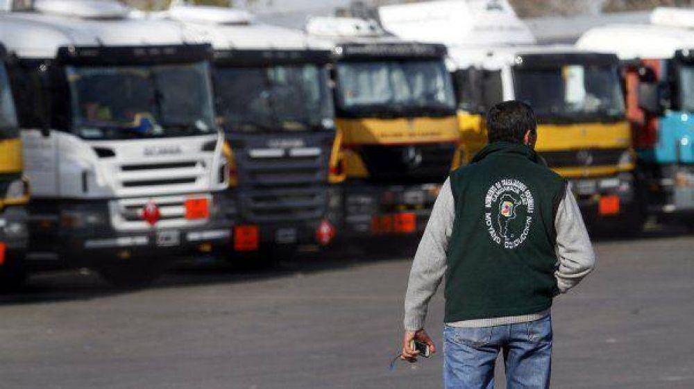 Comenzó el paro de camioneros y complica varios servicios