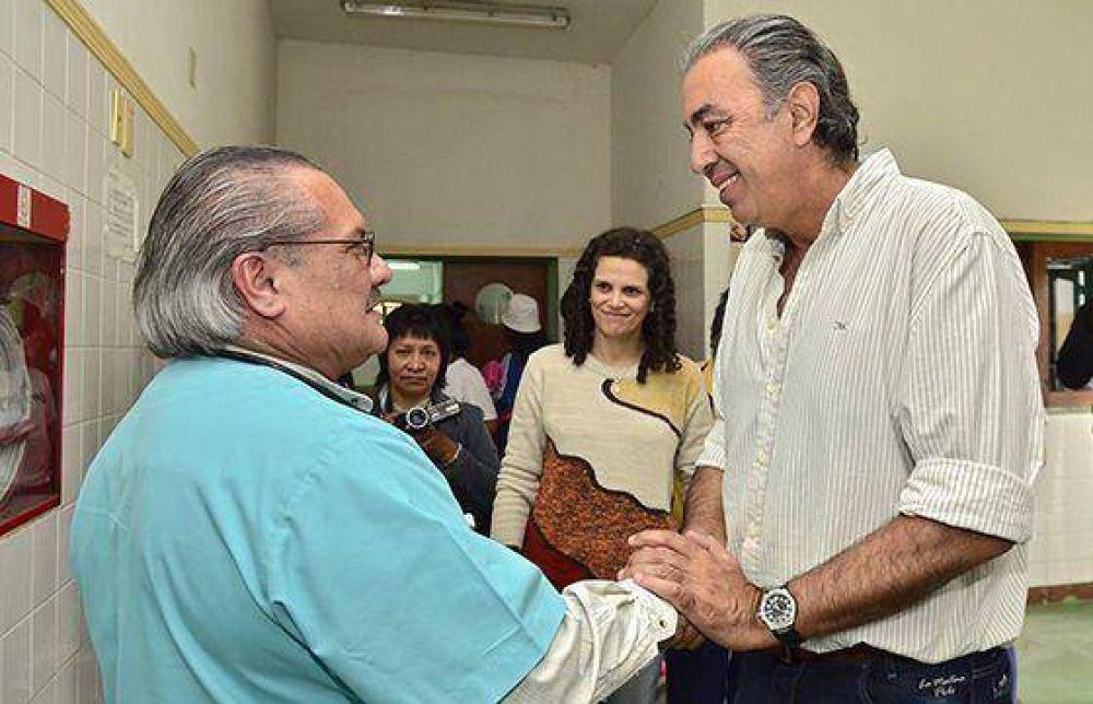 """Rodolfo Urtubey y Cristina Fiore en Cerrillos: """"los tres senadores actuales no apoyan a Salta""""."""