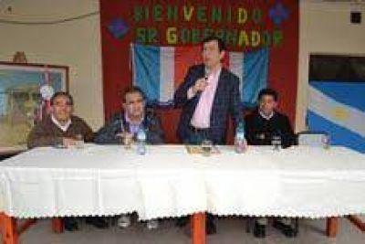 El Gobernador en el 3° Encuentro Deportivo Cultural entre docentes y alumnos del departamento Río Hondo