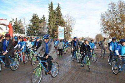 Ya son 1129 los alumnos que recibieron sus bicicletas en 28 escuelas de la Provincia