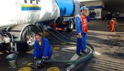 Gestiones de expendedores para reponer combustibles durante el feriado