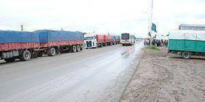 El paro de Camioneros alteró la distribución de gas y combustible