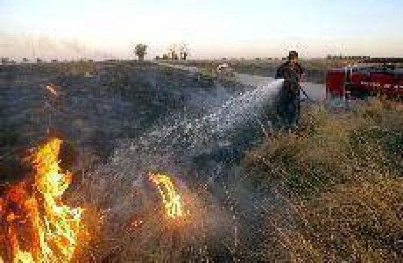 La lucha contra el fuego. La sequía persiste, aumentan los incendios y el riesgo es extremo
