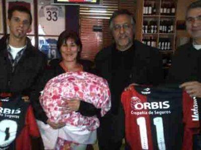 Compraron camisetas de Newell's por 42 mil pesos para ayudar a Valentina