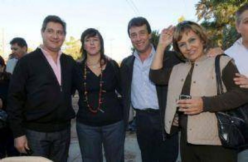 En Las Heras, la gente les pidi� a los candidatos del PJ la seguridad prometida en 2007