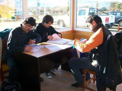Controles a micros de egresados se realizan en Dina Huapi