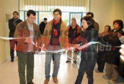 Habilitan obras y entregan microcréditos en Pozo Hondo