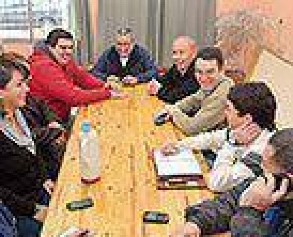 La Mesa Intersindical pedirá la apertura de las paritarias