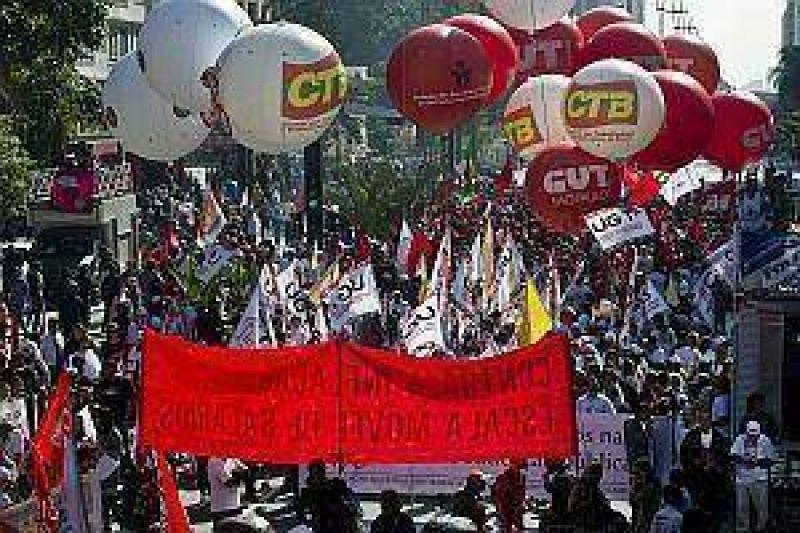 Gremios paralizaron Brasil con cortes de rutas