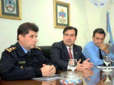 La fuerza policial también recibirá $ 1300 de suba salarial