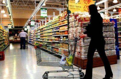 Denuncian fuerte remarcación en productos por fuera de los precios congelados