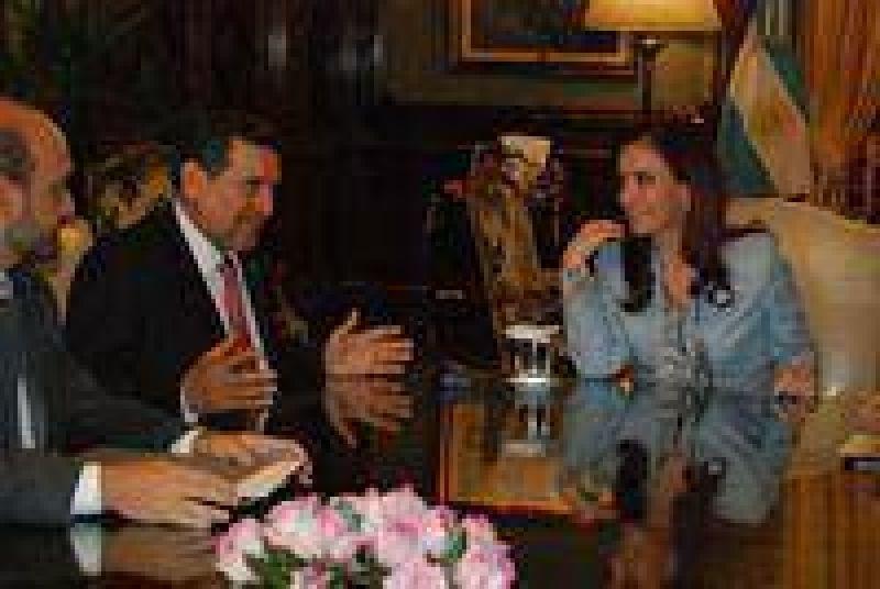 En presidencia, el gobernador firmó el acta por el nuevo gasoducto