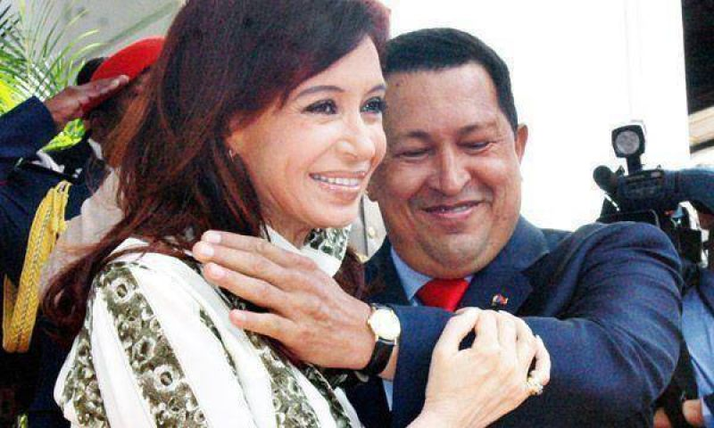 Llega Chávez al país y mañana se reúne con la Presidente argentina