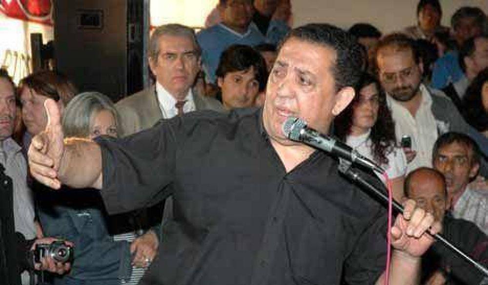 Kirchner sigue sin recibirlo, pero D'elía igual lo apoya