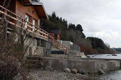 Se necesita orden judicial para demoler la pileta del lago