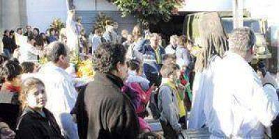 Masiva procesión por Nuestra Señora del Carmen