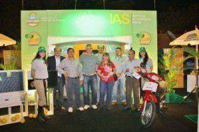 El IAS entrego premios del sorteo de tickets no premiados