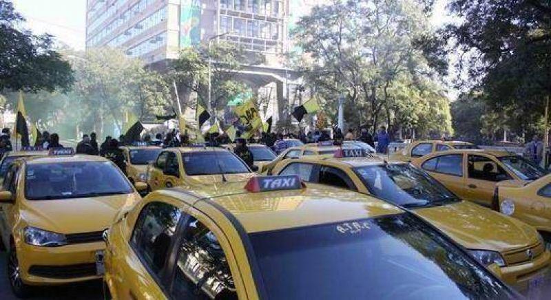 Tras violenta protesta, taxistas exigen mayor control contra transporte ilegal
