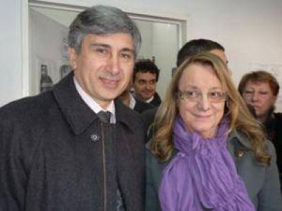 El presidente del HCD San Martín, Alejandro Phatouros, junto a la ministra Alicia Kirchner en Villa Zagala