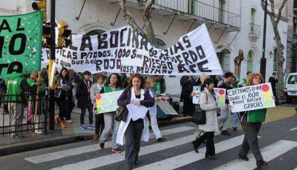 Protesta de trabajadores del Hospital Moyano