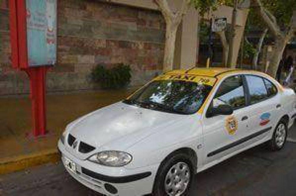 Choferes de taxis piden por situación laboral del sector