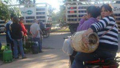 Vecinos denuncian que ninguna de las distribuidoras quieren vender gas social