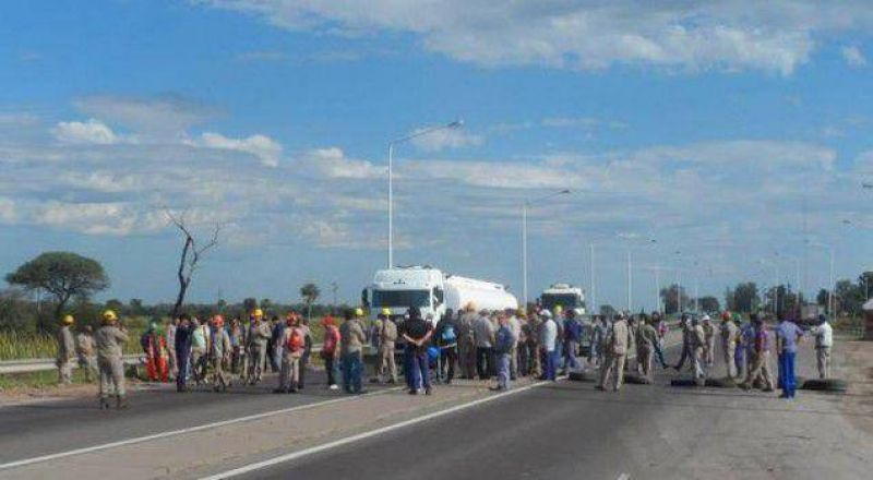 Empleados de Indunor cortaron la ruta por el reclamo salarial