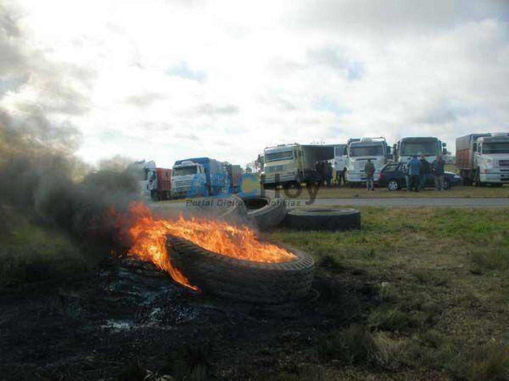 Camioneros de Tandil están en la ruta, pero quieren trabajar