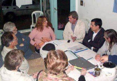 Los precandidatos mantuvieron una reunión de trabajo con concejales