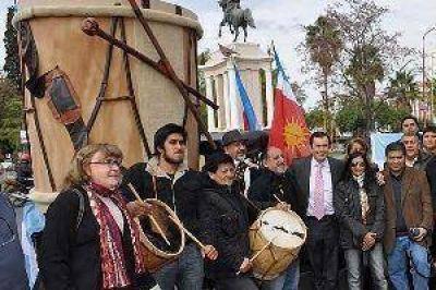 Zamora recibió a una agrupación barrial y a la Federación Gaucha