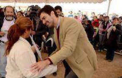 El Gobernador Urtubey entregó escrituras a 440 familias de La Lonja 1 y 2 en San Lorenzo