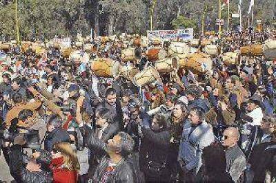 """Miles de bombos llenaron de emoci�n cada rinc�n de la """"Madre de Ciudades"""""""