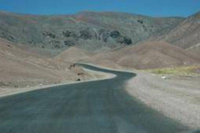 Inauguran tres tramos del camino a Chile, aún en construcción