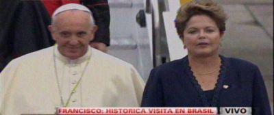 Franciso llego a Río para participar de la Jornada de la Juventud