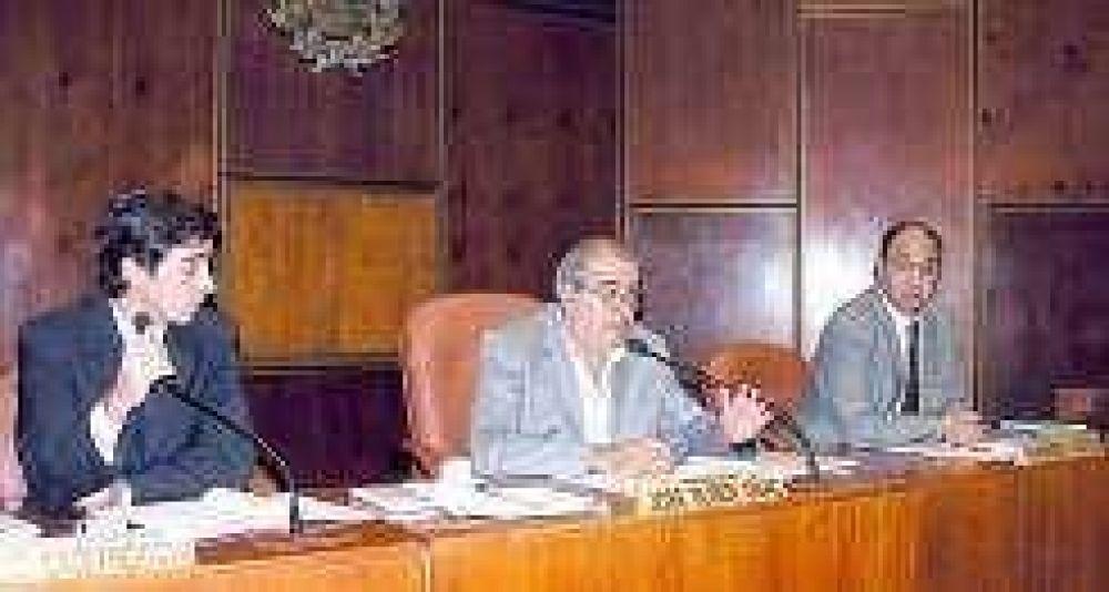 El basualdismo insiste por el cargo de Castro