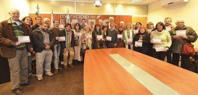 Lanús: se entregaron certificados de capacitación a vecinos