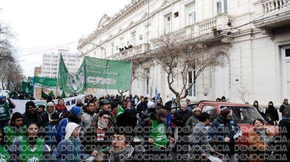 Fuerte manifestación de ATE por la baja de categoría de empleados de la Comuna