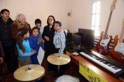 En Paclín, Corpacci visitó obras e inauguró un centro para la niñez