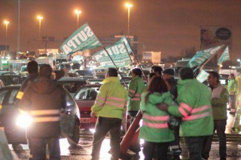 Provincia pagará el aguinaldo y se levantó el paro en Au La Plata-Bs As