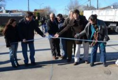 Gustavo Pulti inaugur� obras de pavimento en el barrio Las Avenidas