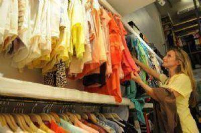 """""""Ropa para todos"""": faltan prendas, talles y cuestionan la calidad"""
