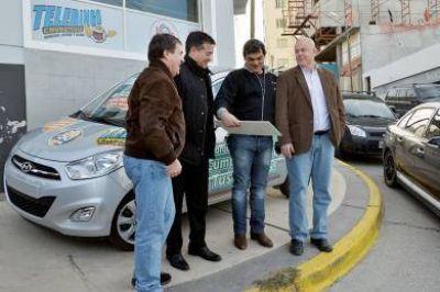 Telebingo: entrega simbólica de un auto 0 KM