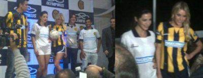 Central presentó la nueva camiseta con la sueca como modelo
