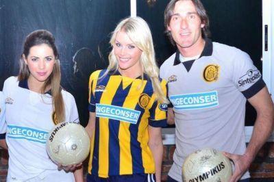 """La Sueca, diosa y """"canalla"""", presentó la camiseta de Rosario Central"""