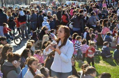 Marita Conti y Copetín en una tarde para niños
