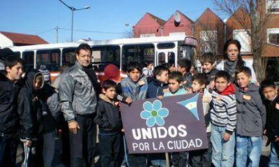 """""""Unidos por la ciudad"""" llevaron chicos del barrio Belgrano a visitar la Expo Deportes"""