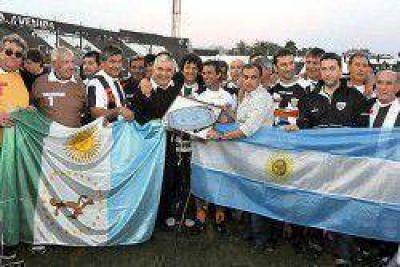 Lotería Chaqueña entregó reconocimientos a viejas glorias de Chaco For Ever